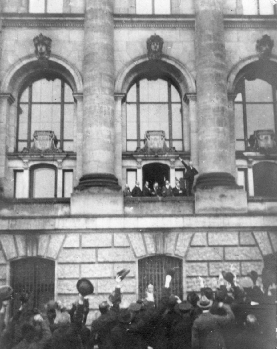 Ausrufung Republik: Philipp Scheidemann proclaims the Republik, 9 November 1918